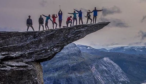 10 people posing on Trolltunga tip