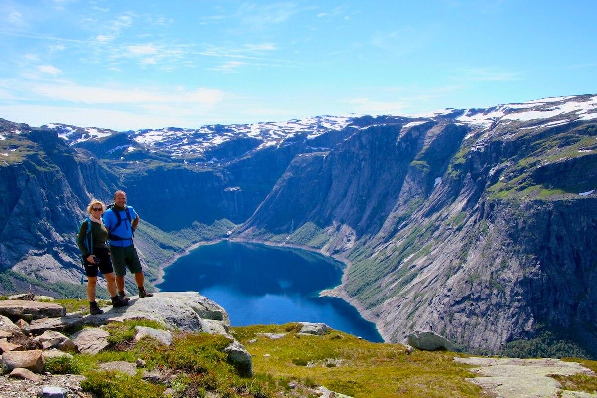 Tina og Olav ved Ringedalsvatnet. Foto: Aase Marie Evjen
